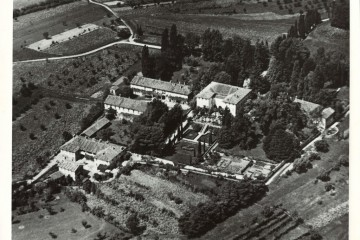 Veduta aerea della tenuta di Pomelasca, precedente al 1952. Si noti che la chiesetta Rossa non era ancora stata costruita © Conte Antonio Sormani