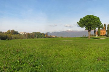 Tenuta di Pomelasca, in lontananza Lurago d'Erba/ foto concessa da Le Contrade